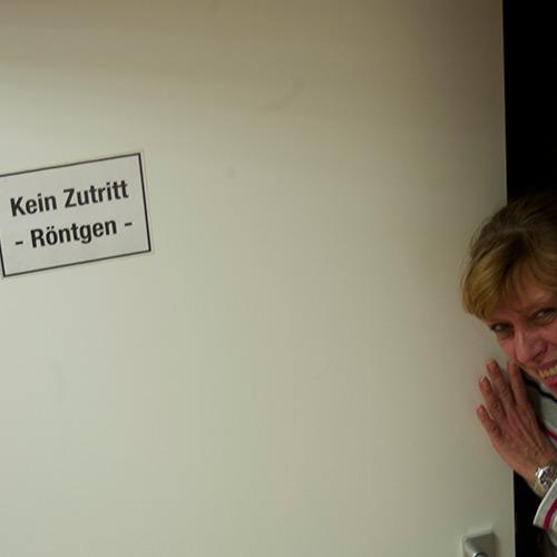 Frau Klass-Schulz bewacht hier als einfühlsame Quereinsteigerin den gesicherten Bereich